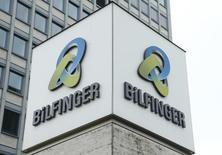 Bilfinger a annoncé lundi qu'il rétablirait le dividende sur les résultats de 2016 et s'est engagé à procéder à un rachat de titres de 150 millions d'euros à partir de cette année. /Photo d'archives/REUTERS/Ralph Orlowski