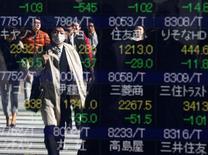 La Bourse de Tokyo a fini en baisse de 1,13% mardi, sous l'influence de Toshiba qui a chuté de 8% après avoir reporté la publication de ses résultats qui était prévue à 3h00 GMT. /Photo prise le 9 novembre 2016/REUTERS/Issei Kato