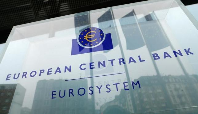 2月14日、経営難に陥っているイタリアの中堅銀行バンカ・ポポラーレ・ディ・ヴィチェンツァと地銀ベネト・バンカは、欧州中央銀行(ECB)に対し合併案を提出した。写真はECBのロゴ。フランクフルトで昨年12月撮影(2017年 ロイター/Ralph Orlowski)