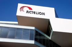 Actelion a publié mardi un bénéfice d'exploitation en hausse de 27% en 2016 grâce notamment à l'accélération de ses ventes de ses nouveaux traitements contre l'hypertension artérielle pulmonaire (PAH). /Photo prise le 26 janvier 2017/REUTERS/Arnd Wiegmann