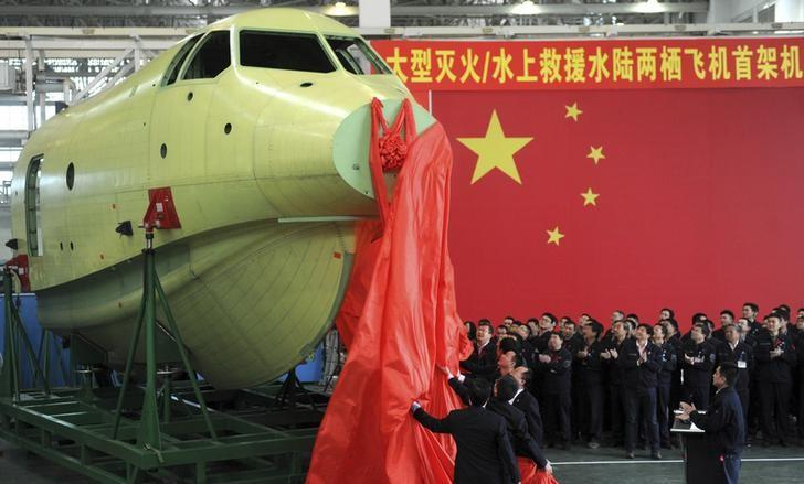 Officials of Aviation Industry Corporation of China (AVIC) unveil the newly-made nose of amphibious aircraft AG600, during a ceremony at a factory in Chengdu, Sichuan province March 17, 2015. REUTERS/China Daily/Files