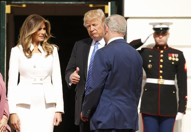 U.S. President Donald Trump (C)) and first lady Melania Trump (L) greet Israeli Prime Minister Benjamin Netanyahu (R) as he arrives with his his wife Sara at the South Portico of the White House in Washington, U.S., February 15, 2017. REUTERS/Kevin Lamarque