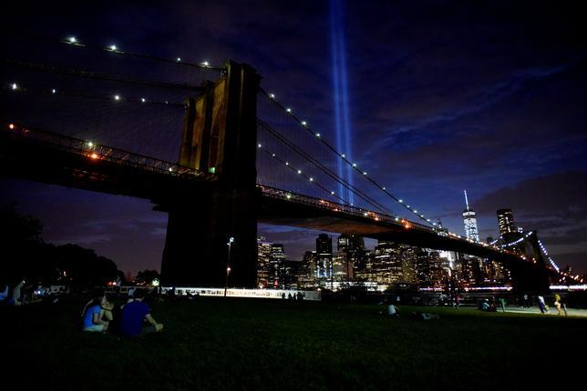 2月15日、米国道路建設者協会は、ニューヨークの観光名所であるブルックリン橋(写真)など、全米にある橋の約9%に相当する5万5710の橋に構造上の欠陥があるとの報告書を公表した。昨年9月撮影(2017年 ロイターMark Kauzlarich)