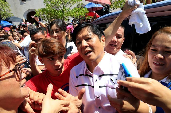 Philippine vice-presidential candidate senator Ferdinand ''BongBong'' Marcos, son and namesake of late dictator former President Ferdinand Marcos, is greeted by supporters after attending a mass at a Catholic church in Paranaque city, metro Manila in the Philippines May 15, 2016. REUTERS/Romeo Ranoco/Files