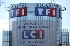 TF1 a annoncé jeudi qu'il se donnait pour objectif d'atteindre une marge opérationnelle à deux chiffres d'ici 2019 après un exercice 2016 marqué par une dégradation de sa rentabilité sur fond de marché publicitaire atone. /Photo d'archives/REUTERS/Charles Platiau