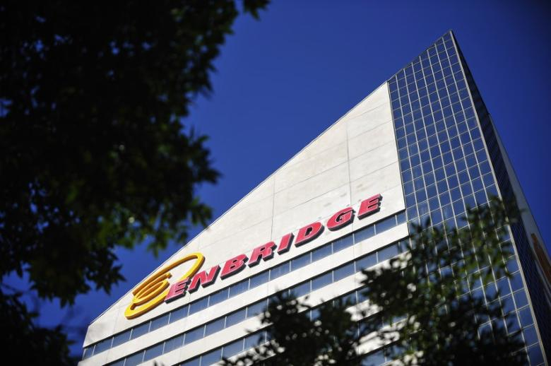 The Enbridge Tower is pictured on Jasper Avenue in Edmonton, Alberta, Canada on August 4, 2012.  REUTERS/Dan Riedlhuber/File Photo - RTX2RSAX