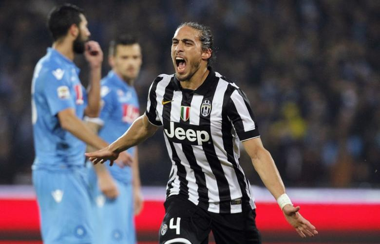 Juventus' Jose Martin Caceres Silva celebrates after scoring against Napoli during their Italian Serie A soccer match at the San Paolo stadium in Naples, January 11, 2015.  REUTERS/Ciro De Luca