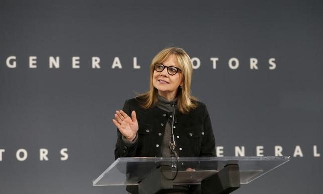 2月17日、米ゼネラル・モーターズのメアリー・バーラ最高経営責任者(写真)は、傘下である独オペルのドイツ本社で、仏自動車大手PSAグループによるオペル買収計画において、オペルの独立性を保証する意向を示した。2016年12月撮影(2017年 ロイター/Rebecca Cook)