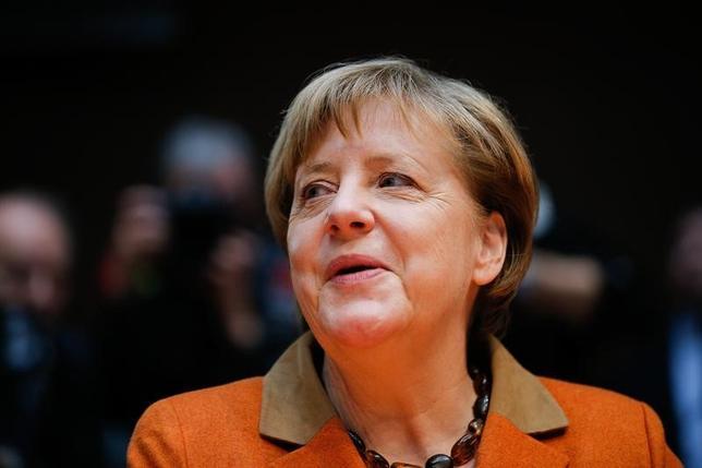 2月17日、ドイツのメルケル首相(写真)は、IMFのラガルド専務理事と22日に会談する。ドイツ政府の報道官が発表した。16日ベルリンで撮影(2017年 ロイター/Axel Schmidt)