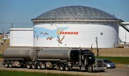 FILE PHOTO: A storage tank looms over a freeway at the Enbridge Edmonton terminal in Edmonton August 4, 2012.   REUTERS/Dan Riedlhuber/File Photo