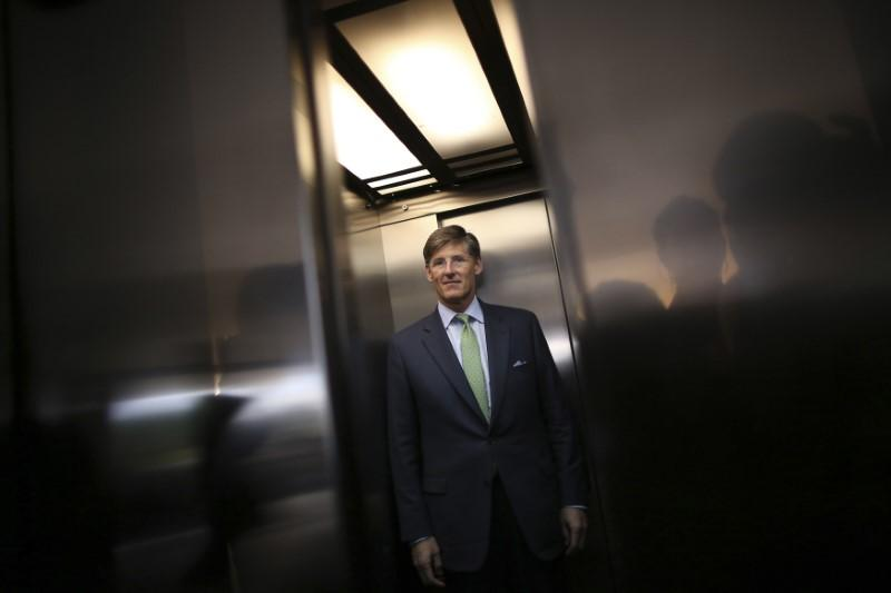 Citigroup cuts CEO Corbat's pay after missing financial