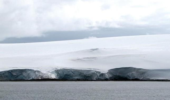 2月17日、国連の世界気象機関(WMO)は、1月に北極と南極の両地方で海氷面積が過去最小になったと明らかにした。1月の北極の海氷面積は1338万平方メートルで、前回過去最小となった昨年1月を26万平方メートル下回った。写真は12日南極のアルゼンチン・カルリーニ基地で撮影/Nicolas Misculin
