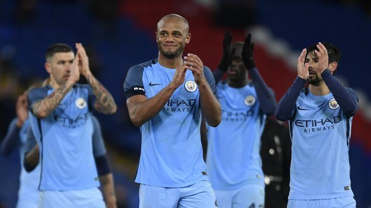 Britain Football Soccer - Crystal Palace v Manchester City - FA Cup Fourth Round - Selhurst Park - 28/1/17 Manchester City's Vincent Kompany applauds fans after the game  Action Images via Reuters / Tony O'Brien Livepic