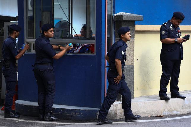 2月21日、マレーシア当局はクアラルンプールで起きた金正男氏殺害事件について、死因はまだ特定できておらず、近親者による身元確認も行われていないことを明らかにした。写真は解剖のために遺体が安置されている病院で撮影(2017年 ロイター/Athit Perawongmetha)