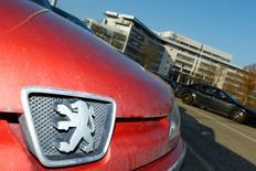 PSA multiplie depuis deux jours les démarches pour convaincre l'Allemagne d'accepter son projet de reprise d'Opel, en promettant de respecter tous les accords syndicaux existants au sein de la filiale européenne de General Motors. /Photo prise le 14 février 2017/REUTERS/Ralph Orlowski