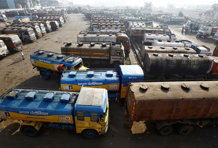 Oil tankers are seen parked at a yard outside a fuel depot on the outskirts of Kolkata February 3, 2015.   REUTERS/Rupak De Chowdhuri/Files