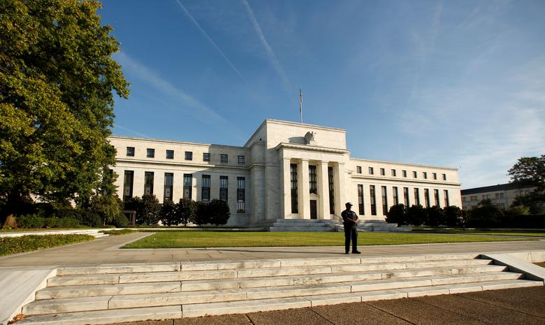 FILE PHOTO:  A police officer keeps watch in front of the U.S. Federal Reserve building in Washington, DC, U.S., October 12, 2016.     REUTERS/Kevin Lamarque//File Photo