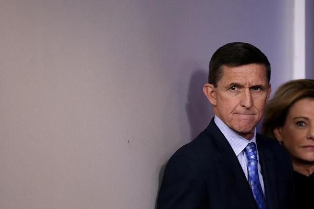 2月22日、ロイター/イプソスの世論調査によると、ロシアとの接触疑惑でフリン氏(写真)が米大統領補佐官(国家安全保障担当)を辞任した問題で、一般共和党員は、トランプ氏側近とロシア側との会話そのものよりも、会話内容がメディアにリークされたことを問題視していることが明らかになった。写真は1日ワシントン・ホワイトハウスで撮影(2017年 ロイター/Carlos Barria)