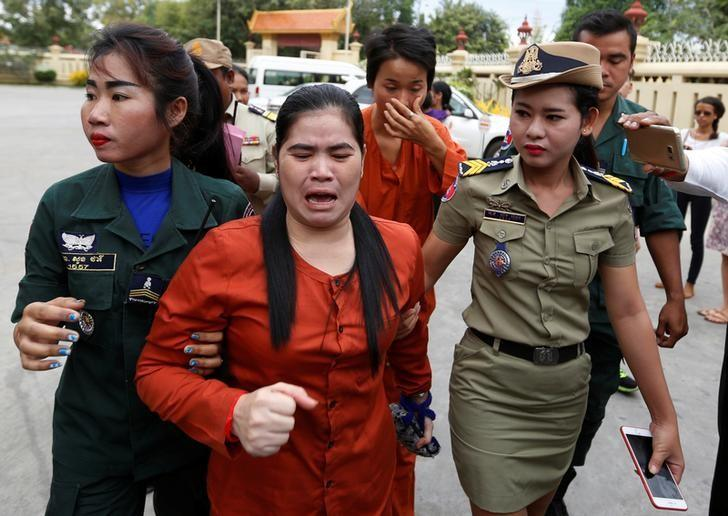 Land-rights activist Tep Vanny (C) cries as she arrives at the Supreme Court in Phnom Penh, Cambodia, January 25, 2017. REUTERS/Samrang Pring/Files