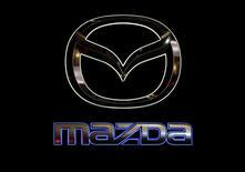 Mazda Motor a annoncé jeudi le rappel de 460.000 voitures dans le monde entier pour réparer de multiples éléments défectueux de leurs moteurs diesel. /Photo d'archives/REUTERS/Issei Kato