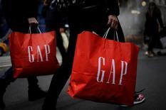 Gap a dit jeudi tabler sur des ventes à périmètre comparable stables ou en légère croissance cette année, confirmant son redressement après deux années difficiles. /Photo prise le 20 novembre 2016/REUTERS/Mark Kauzlarich
