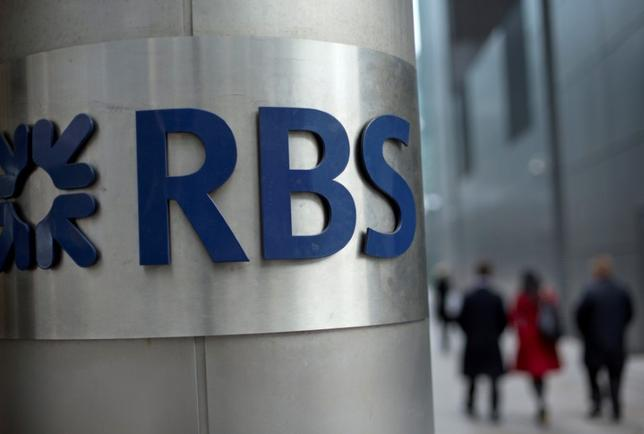 People walk past a Royal Bank of Scotland office in London, Britain, February 6, 2013.    REUTERS/Neil Hall/File Photo