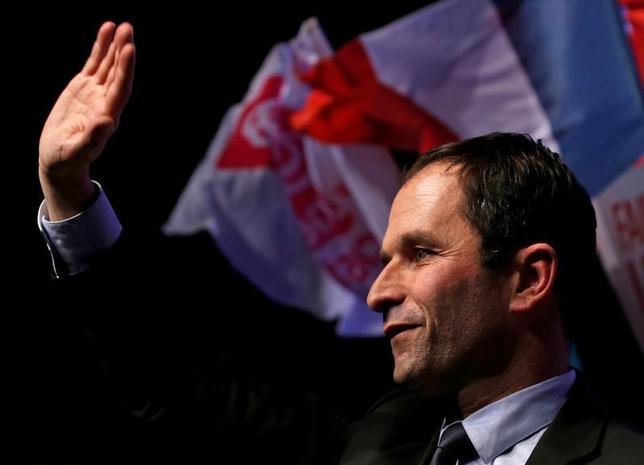 2月26日、フランス与党・社会党など左派陣営のブノワ・アモン氏(写真)と急進左派のジャン・ルク・メランション氏は26日、大統領選に向けた連携協議で合意に至らなかったことを示唆した。23日撮影(2017年 ロイター/Pascal Rossignol)