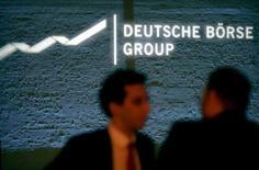 Логотип Deutsche Boerse Group. Планируемое слияние London Stock Exchange Group (LSE) и Deutsche Boerse для создания крупнейшего в регионе оператора бирж оказалось под угрозой срыва, после того как Лондонская фондовая биржа исключила возможность выполнения условия, выдвинутого европейским антимонопольным регулятором.