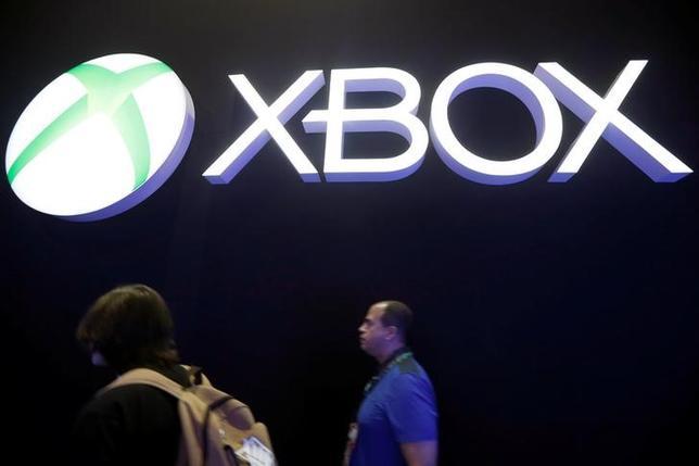 2月28日、米マイクロソフトのXbox部門は、月額9.99ドルのゲームサービスを今春に開始すると発表した。部門トップのフィル・スペンサー氏がブログで明らかにした。写真は昨年6月ロサンジェルスで撮影(2017年 ロイター/Lucy Nicholson)