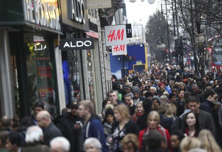 Shoppers walk along Oxford Street in London, Britain December 18, 2016. REUTERS/Neil Hall/File Photo