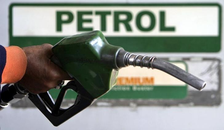 An attendant holds a petrol nozzle at a petrol pump in the northeastern Indian city of Siliguri January 4, 2008. REUTERS/Rupak De Chowdhuri/Files