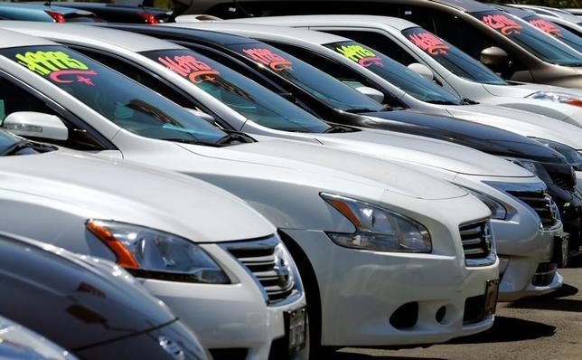 3月1日、自動車メーカー各社が発表した2月の米販売台数は、各社が値引きなどの販促を行ったものの若干減少した。写真はカリフォルニア州の販売代理店。2016年5月撮影(2017年 ロイター/Mike Blake)