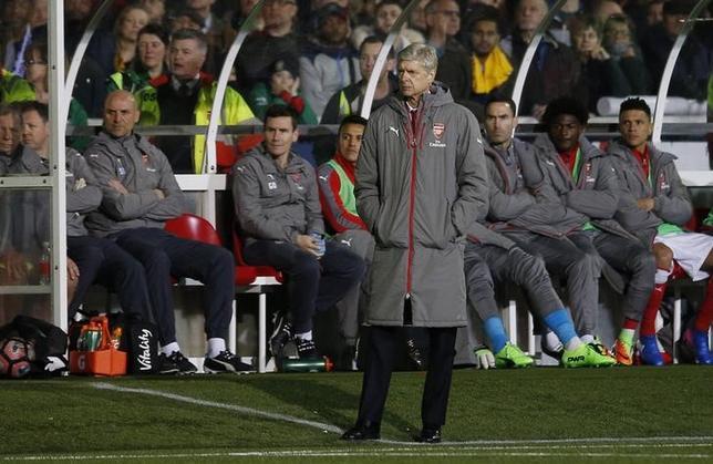 3月2日、サッカーのイングランド・プレミアリーグ、アーセナルのアーセン・ベンゲル監督(写真)は、今季終了後にスペイン1部のバルセロナの監督に就任するとの観測を否定した。2月撮影(2017年 ロイター)