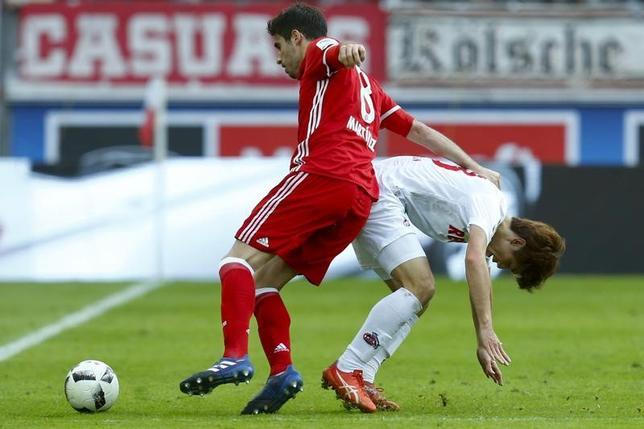 3月4日、サッカーのドイツ1部ブンデスリーガ、大迫勇也(右)が所属するケルンは首位バイエルン・ミュンヘンに0─3で敗れた(2017年 ロイター/RalphOrlowski)