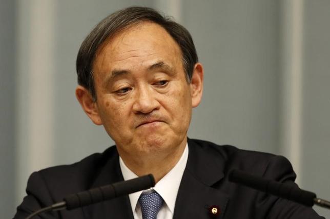 3月6日、菅義偉官房長官は午前の会見で、この日朝に北朝鮮が発射した弾道ミサイルの種類について、「総合的、専門的な分析を行う必要がある。現時点で詳細は分析中だ」と述べた。写真は都内にある首相官邸で2015年2月撮影(2017年 ロイター/Toru Hanai )