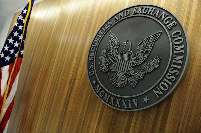 2月3日、トランプ米大統領が米証券取引委員会(SEC)の次期委員長に指名したジェイ・クレイトン氏が政府倫理局の審査をパスし、指名承認に向けた大きなハードルをクリアした。写真はワシントンにある同委員会本部。2011年6月撮影(2017年 ロイター/Jonathan Ernst)