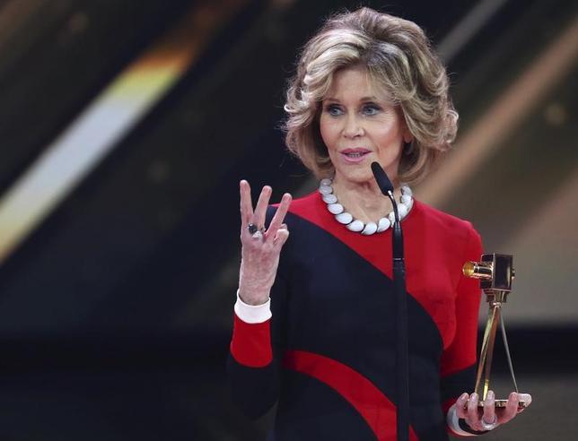 3月3日、米女優で女性の権利を求める活動家としても知られるジェーン・フォンダさん(79)が、レイプされたり、子供の時に性的虐待を受けたりしていた過去を初めて明らかにした。英高級通販サイト「ネッタポルテ」のマガジンでの対談で述べた。写真は4日代表撮影(2017年 ロイター/Christian Charisius)