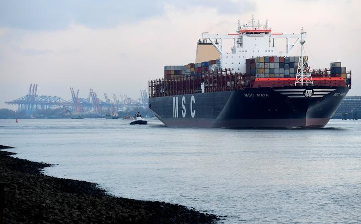 2017年2月6日,一艘集装箱货轮驶离德国汉堡港。REUTERS/Fabian Bimmer