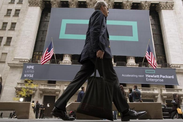 Signs for Hewlett Packard Enterprise Co. cover the facade of the New York Stock Exchange November 2, 2015.    REUTERS/Brendan McDermid/File Photo