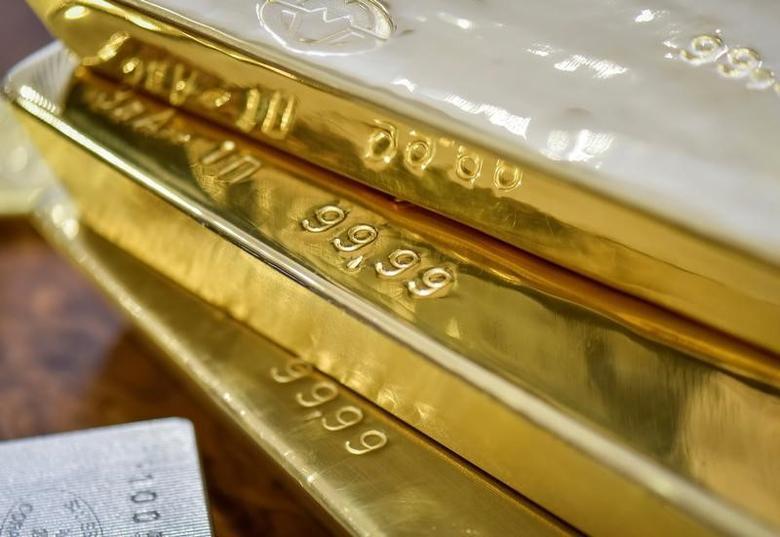 Gold bars are seen at the Kazakhstan's National Bank vault in Almaty, Kazakhstan, September 30, 2016.  REUTERS/Mariya Gordeyeva/File Photo