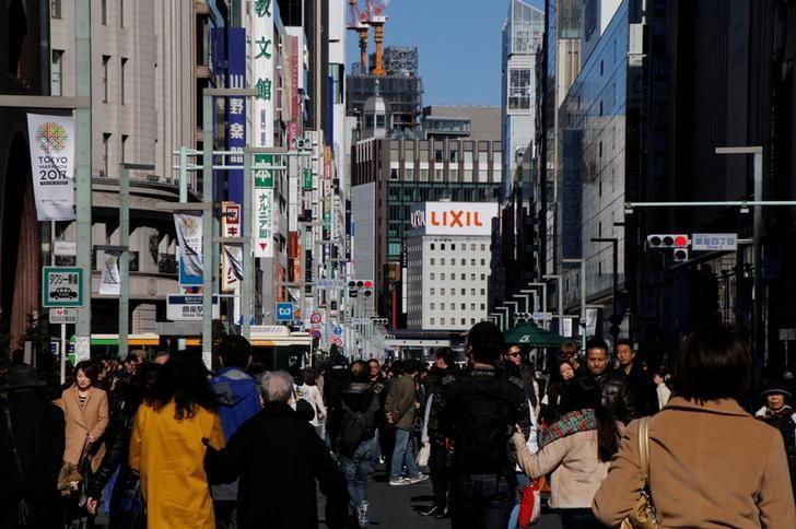 2017年2月12日,日本银座购物街的行人。REUTERS/Toru Hanai