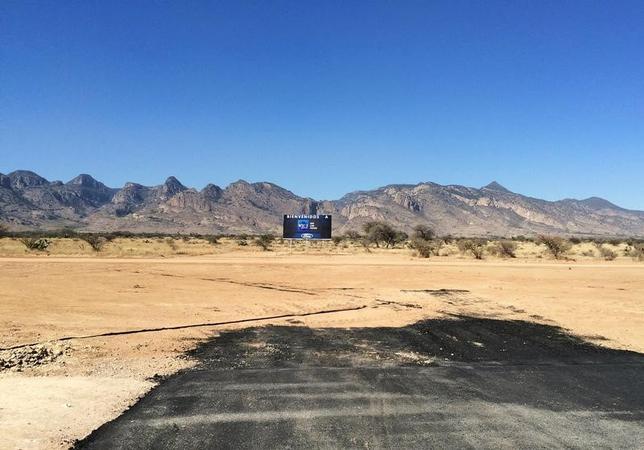 3月8日、米自動車大手フォード・モーターが工場建設計画を撤回したメキシコ中部サンルイスポトシ州の知事は、撤回による影響を和らげるためアジア企業の投資誘致に取り組んでいるものの、北米自由貿易協定(NAFTA)を巡る先行き不透明感を払拭(ふっしょく)することが新たな投資を呼び込む鍵になると強調した。写真はキャンセルされた建設跡地。1月撮影(2017年 ロイター/Christine Murray)