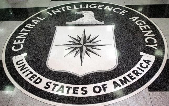3月8日、内部告発サイト「ウィキリークス」が米中央情報局(CIA)のハッキング技術に関する文書を公開したことについて、米情報当局や司法当局者は、機密情報を漏らしたのはCIAと契約のある業者とみられるとの見解を示した。写真はCIAのロゴ。バージニア州で2005年3月撮影(2017年 ロイター/Jason Reed JIR)
