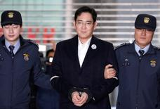 Samsung Group chief, Jay Y. Lee arrives at the office of the independent counsel team in Seoul, South Korea, February 19, 2017.  REUTERS/Kim Hong-Ji