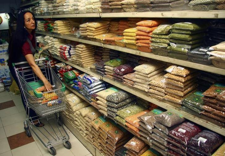 A customer shops at a grocery store in Chandigarh November 12, 2009. EUTERS/Ajay Verma/Files