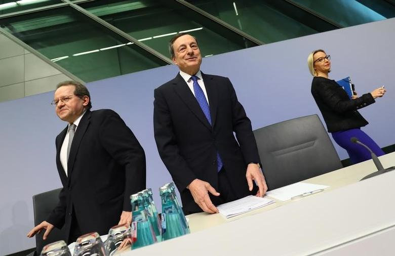 President of the European Central Bank (ECB) Mario Draghi arrives for a news conference after the bank's governing council meeting at the ECB headquarters in Frankfurt, Germany, March 9, 2017.  REUTERS/Kai Pfaffenbach