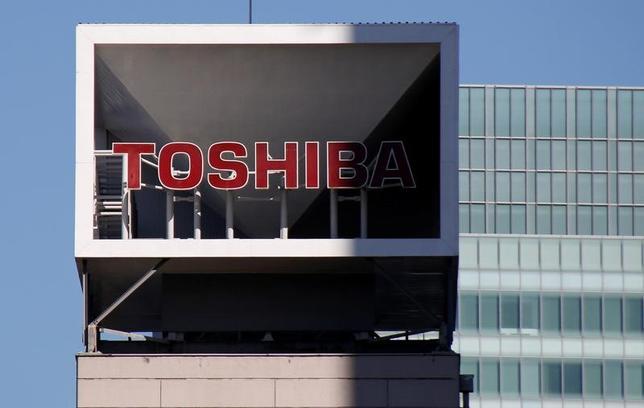 3月10日、世耕弘成経済産業相は、東芝(写真)と米原子力事業子会社ウエスチングハウスの経営問題について、自身の訪米時に米国側から提起されれば、しっかり議論する必要があると述べた。1月撮影(2017年 ロイター/Toru Hanai)