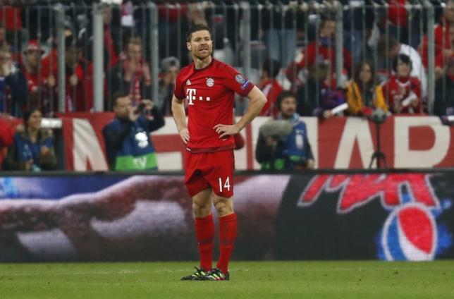 3月9日、サッカーのドイツ1部、ブンデスリーガのバイエルン・ミュンヘンに所属するシャビアロンソが今季限りで現役を引退することを発表した。2016年5月撮影(2017年 ロイター/Kai Pfaffenbach)