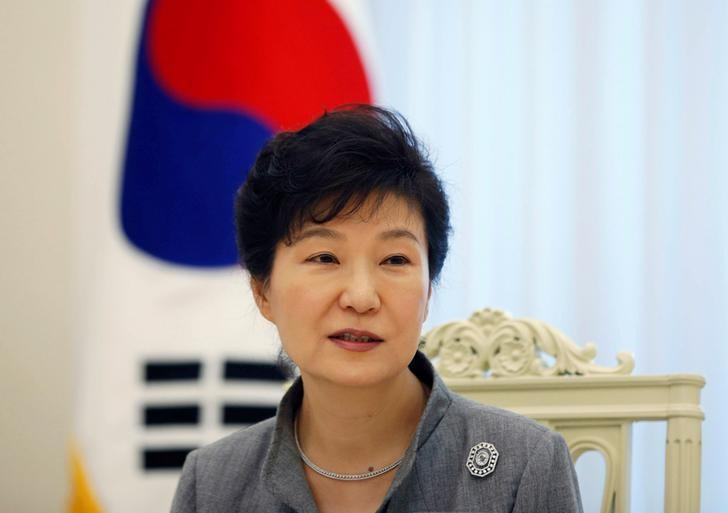 South Korean President Park Geun-hye speaks during an interview with Reuters at the Presidential Blue House in Seoul September 16, 2014.  REUTERS/Kim Hong-Ji/File Photo