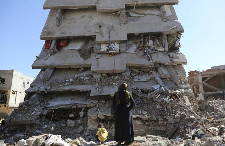 FILE PHOTO - A woman looks at a building, which was damaged during the security operations and clashes between Turkish security forces and Kurdish militants, in the southeastern town of Cizre in Sirnak province, Turkey March 2, 2016. REUTERS/Sertac Kayar